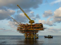 Plataforma a pouca distância do mar Imagens de Stock