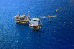 Plataforma a pouca distância do mar da plataforma petrolífera Imagens de Stock Royalty Free