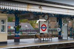 Plataforma subterráneo de Londres Fotos de archivo libres de regalías