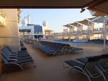 Plataforma vazia do navio de cruzeiros imagens de stock royalty free