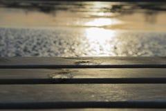 Plataforma y agua de madera Imagen de archivo libre de regalías
