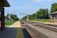 Plataforma y carriles del tren de Westmont Fotos de archivo