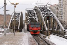 Plataforma ZIL e a ponte railway na estrada de Varsóvia Foto de Stock Royalty Free