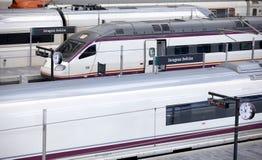 Trenes de alta velocidad en el ferrocarril. Imagen de archivo libre de regalías