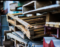 Plataformas de madera viejas Imágenes de archivo libres de regalías