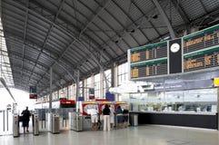 Plataformas da estação de comboio fotos de stock royalty free