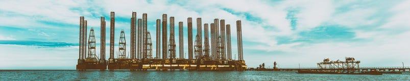Plataformas petrolíferas foto de stock