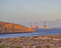 Plataformas petrolíferas em Medano imagens de stock