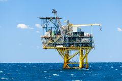 Plataformas petroleras costeras Fotografía de archivo