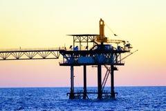 Plataformas petroleras costeras Imagen de archivo libre de regalías
