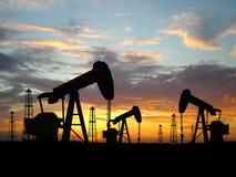 Plataformas petroleras de la silueta Foto de archivo libre de regalías