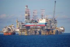 Plataformas petroleras en Mar del Norte Fotos de archivo libres de regalías
