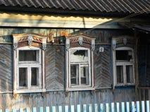Platbands in het oude dorp, een Russisch dorp in het achterland van Rusland, stock foto