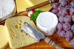 Plate of cheese and grapes Stock Photography