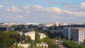 Plate-forme au-dessus d'avenue de ville Kazan, Tatarstan banque de vidéos