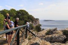 Plate-forme d'observation sur de hauts rivages Photo stock