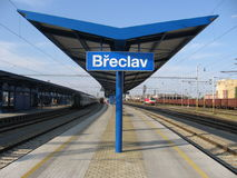 Plate-forme dans la gare tchèque BÅeclav de cadre Photo stock