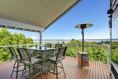 Plate-forme de débrayage avec le secteur de patio Photos libres de droits