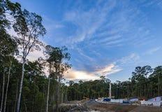 Plate-forme de forage dans le puits de pétrole images stock