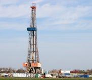 Plate-forme de forage de forage de pétrole de terre Photographie stock libre de droits