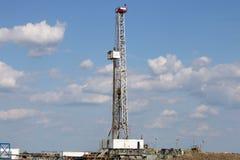 Plate-forme de forage de forage de pétrole sur le champ Photographie stock