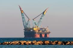 Plate-forme de gaz et pétrolière Photo stock