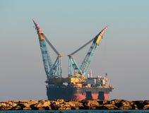 Plate-forme de gaz et pétrolière Photo libre de droits
