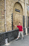 Plate-forme de Harry Potter à Londres Images stock