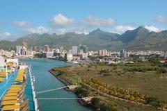 Plate-forme de marche de revêtement de croisière sur le stationnement dans le port Port Louis, Îles Maurice Photos stock