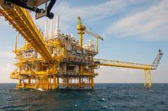 Plate-forme de pétrole et de gaz dans le golfe Images libres de droits