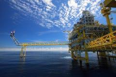 Plate-forme de pétrole et de gaz dedans en mer Image libre de droits