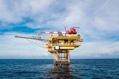 Plate-forme de pétrole et de gaz en golfe ou mer, l'énergie mondiale, O photographie stock