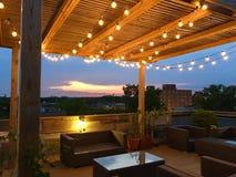 Plate-forme de partie de coucher du soleil de dessus de toit Images libres de droits