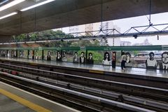 Plate-forme de station de métro de Sumare - Sao Paulo, Brésil image libre de droits