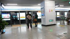 Plate-forme de train à grande vitesse de Xian North Railway Station banque de vidéos