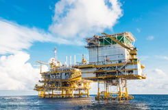 Plate-forme de traitement centrale de pétrole et de gaz Photos stock