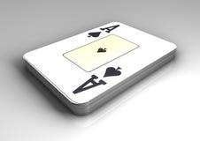 Plate-forme des cartes de tisonnier avec la carte supérieure comme as de pique sur la table blanche avec la réflexion Photos libres de droits
