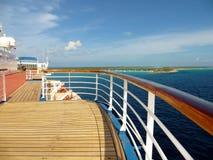 Plate-forme et rail sur un bateau de croisière Image libre de droits