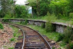 Plate-forme ferroviaire abandonnée près de Kutaisi, la Géorgie photographie stock libre de droits