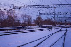 Plate-forme ferroviaire, station photo stock