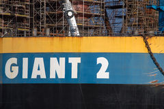 Plate-forme pétrolière d'amarrage au chantier naval de Danzig en construction Images libres de droits