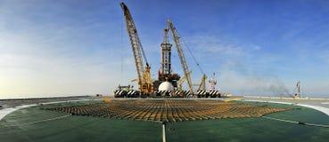 Plate-forme pétrolière panoramique photo libre de droits