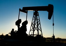 Plate-forme pétrolière (silhouette) image stock