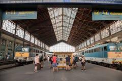 Plate-forme principale de la station de train palyaudvar de Budapest Nyugati Photographie stock