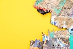 Plate-formes colorées cassées de planche à roulettes empilées sur l'un l'autre, Photos stock