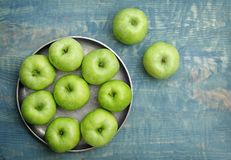 Plate with fresh green apples Royalty Free Stock Images