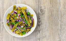 Plate of fresh green beans and red onions Royalty Free Stock Image