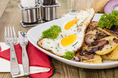 Plate with fried Potatoes and Egg Stock Photography