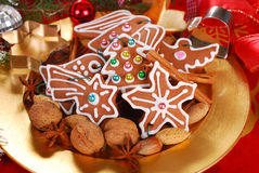 Plate with gingerbread cookies and spices for christmas Stock Photography