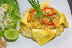 Plate of Pad Thai or phat Thai in omelette Stock Photography